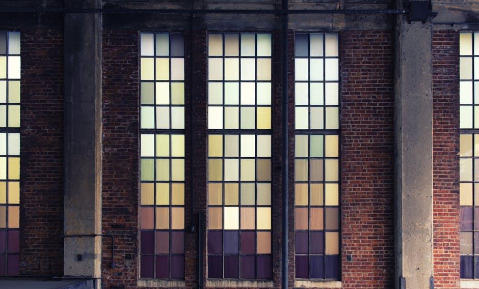 Puertas de cristal industriales: una tendencia al alza